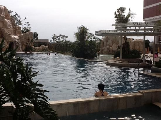 The Trans Luxury Hotel Bandung: pool