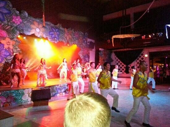 Club Med Cherating Beach: latin night show