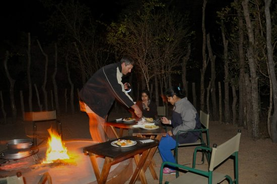 Tydon Safari Camp : The fabulous dinner, cooked by Gavin.