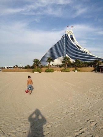 Sheraton Jumeirah Beach Resort: JBH from the beach