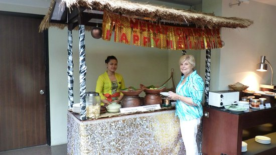Hotel Santika Kuta Bali: The buffet breakfast includes some local delicates too