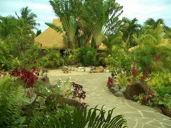 Crown Beach Resort & Spa : Hotel gardens