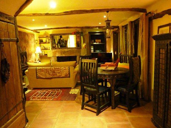 Belle Grove: Gate house lounge room