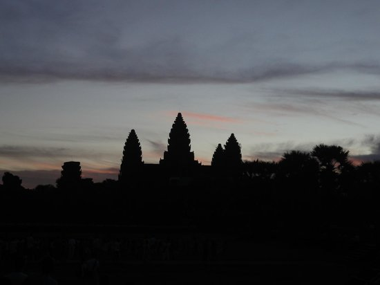 Angkor Holidays Tour: Angkor Wat at 5.30 am