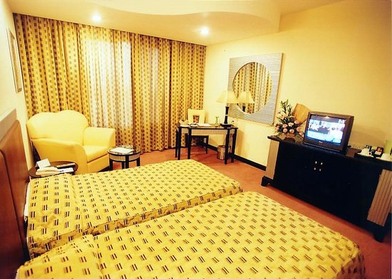 Regenta Central Deccan: Twin Size Bed Room
