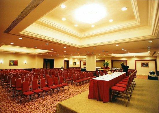 Regenta Central Deccan: Banquet Hall