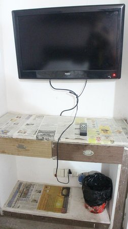 Daaksh Residency-Gurgaon: Poorly finished with newspaper