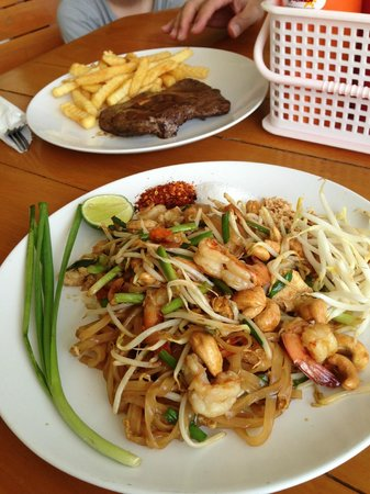 Hua Hin Fishing Lodge: Pad thai