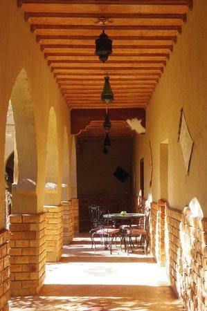 Riad Mamouche: 部屋の前の廊下