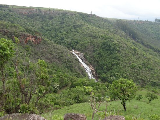 Porcupine Ridge Guest House: Blick auf den Wasserfall