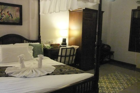 Anggun Boutique Hotel: Large room
