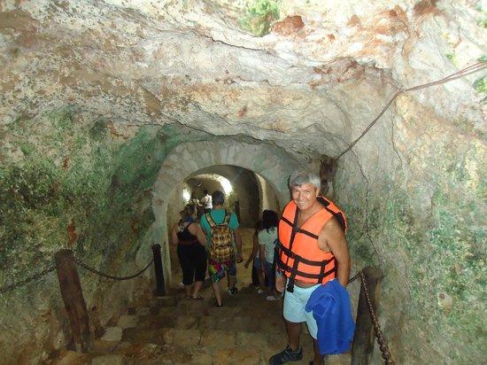 Yucatan, Mexiko: Bajando las escaleras