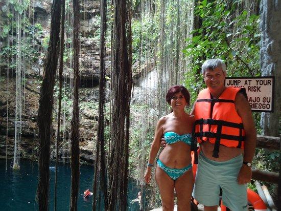 Cenote Ikil: Felices en el borde del cenote