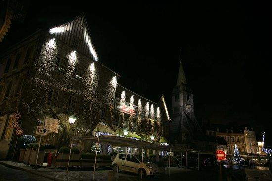 Les Maisons de Lea: Vue de nuit en décembre 2012