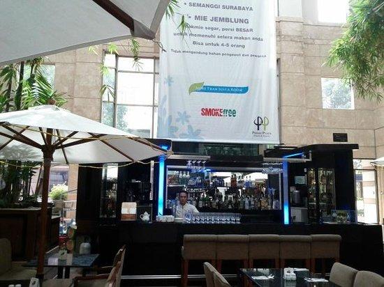 Horison Suites Surabaya: dining area