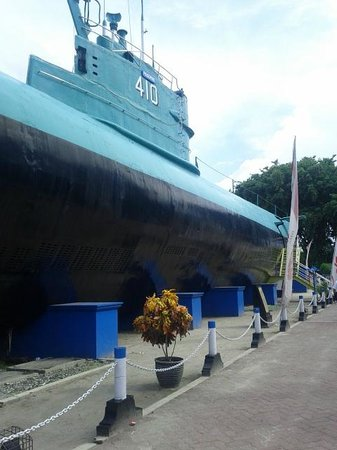Horison Suites Surabaya: Submarine museum near the hotel