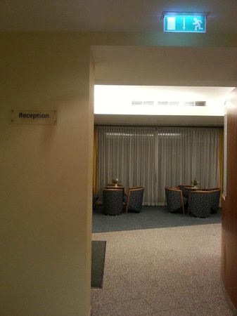 Starlight Suites Hotel: reception lounge