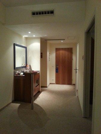 Starlight Suites Hotel: hallway