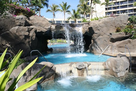 Marriott's Maui Ocean Club  - Lahaina & Napili Towers: Waterfall in pool area
