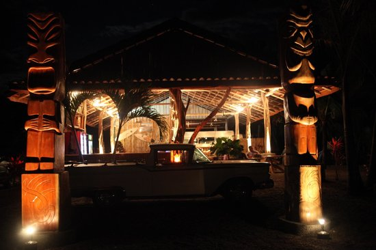 ‪‪Tiki Hut Bar and Restaurant‬: NOCHE BELLA‬