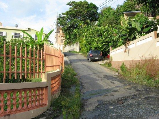 Hostel Bahia Del Paraiso: The opposite end of the street