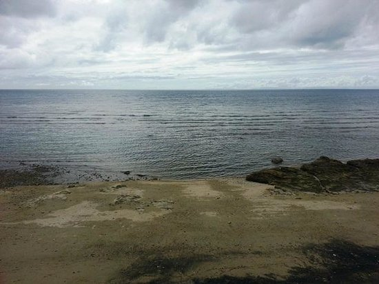 Palm Beach Resort: at high tide, one can not see the rocks and stones