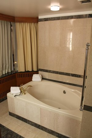 Bally's Atlantic City: Luxurious bathtub