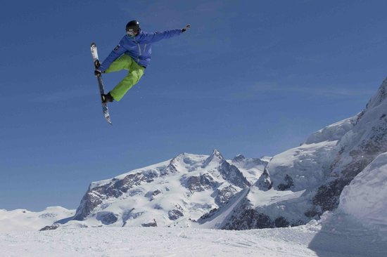 Stoked Swiss Ski and Snowboard School: Stoked Zermatt snowboard freestyle lessons
