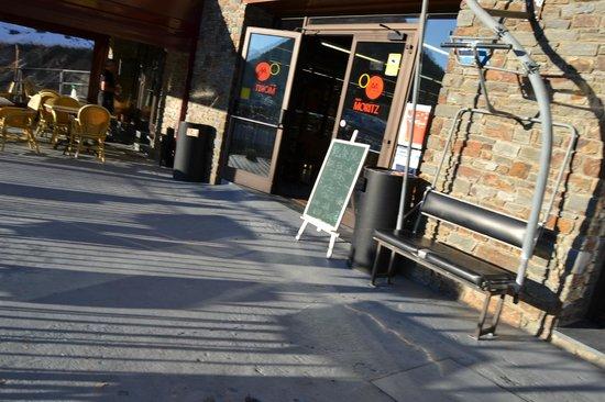 Polar Bar Restaurant: Polar base entrance