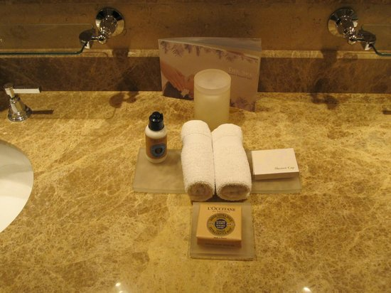 Four Seasons Resort and Residences Vail: suite bathroom