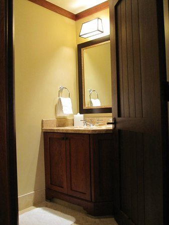 Four Seasons Resort and Residences Vail : 2nd bathroom in suite