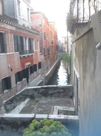 Hotel Al Ponte Mocenigo: appena si esce...
