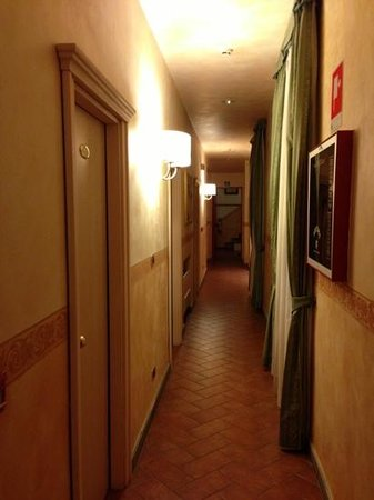 Hotel Alba Palace: corridoi camere.