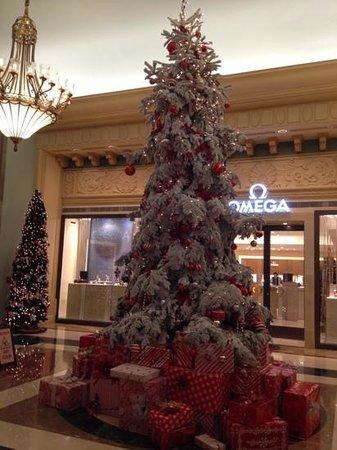 ذا فيرمونت هوتل فانكوفر: Christmas tree in lobby 