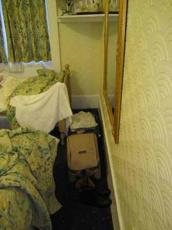 Falcon Hotel: Maletas pequeñas 