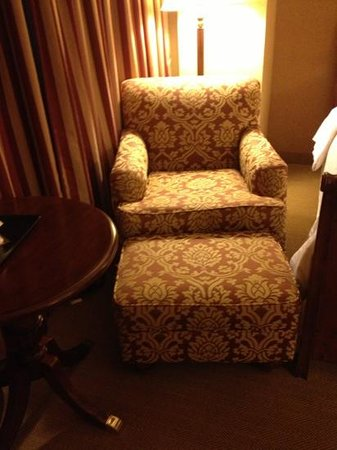 Sheraton Springfield at Monarch Place: very comfortable chair. however it is old and in a very tight space