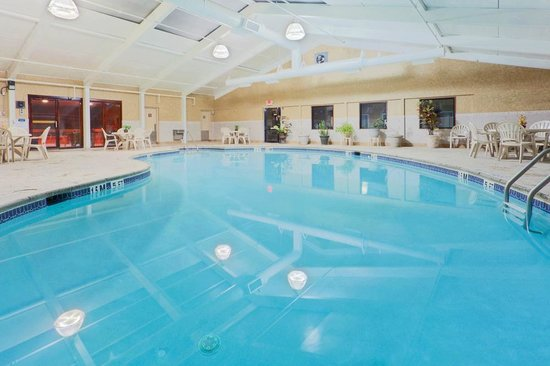 Days Hotel Toms River Jersey S Indoor Pool With Sauna And Sun Deck