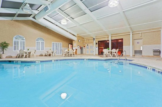 Days Hotel Toms River Jersey Shore : Indoor Pool with Sauna and Sun Deck