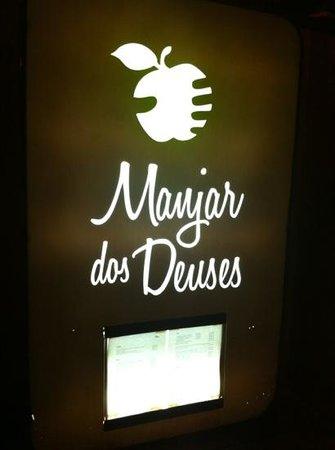 Manjar dos Deuses: Sign at night