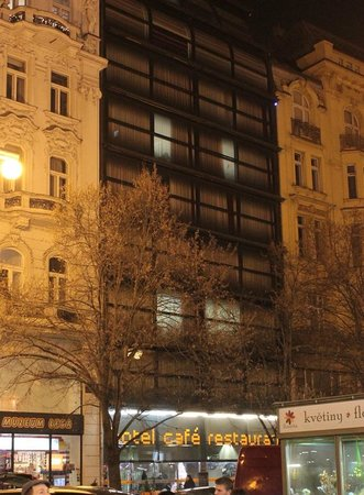 Design Metropol Hotel Prague: Hotel Design Metropol from across the street