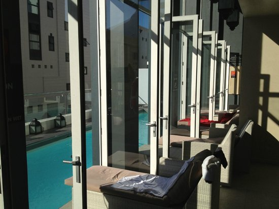 Protea Hotel Fire & Ice! by Marriott Cape Town: pool area