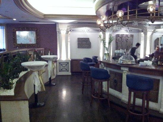 Senator Hotel: Bar
