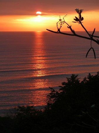 Vista de Olas Restaurant : Enjoy sunset then dinner.