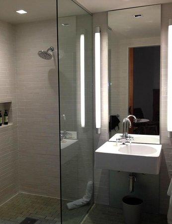 H2 Hotel: Bath