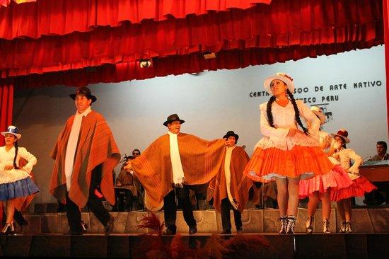 Centro Qosqo de Arte Nativo: Bailes típicos en el Centro Qosqo
