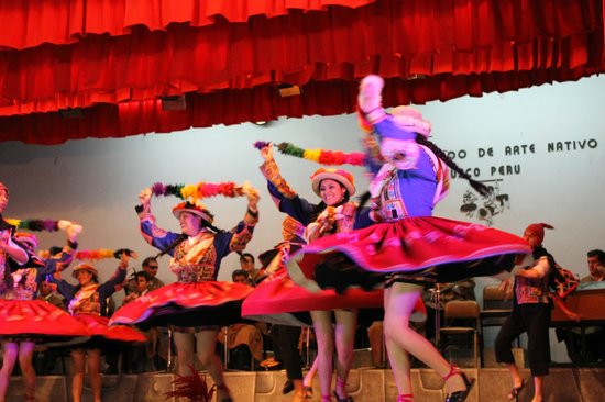 Cuzco, Peru: Bailes típicos en el Centro Qosqo