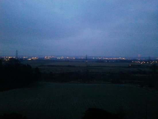 أيرث كاسل هوتل آند سبا: View of the motorway - about a mile away so no noise