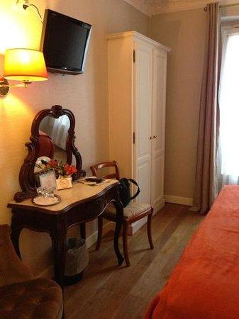 New Orient Hotel: room #17