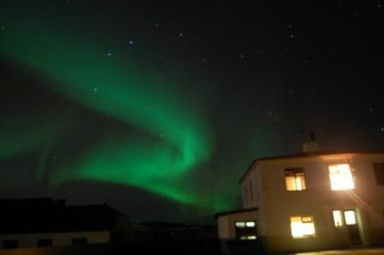 Gunnarsholmi Guesthouse: nothern lights over the guesthouse
