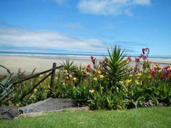 GEMS Seaside Lodge: Ahipara Beachfront at Jenny & Paul Steele